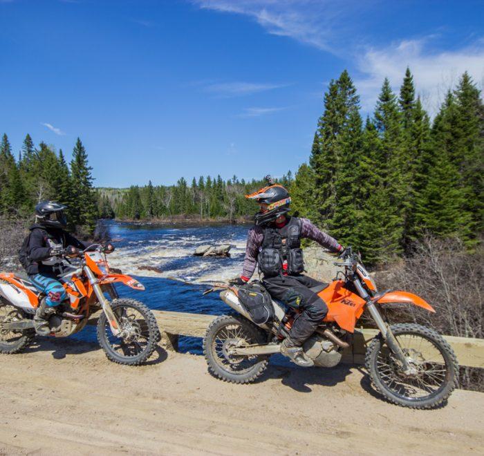 Rando Raid Canada - La pause sur le pont de la rivière du milieu