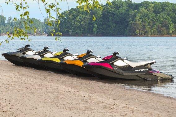 Vacances en famille - Jetski sur la plage du Lac Taureau